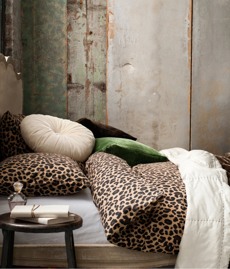best 25 leopard print bedding ideas on pinterest. Black Bedroom Furniture Sets. Home Design Ideas