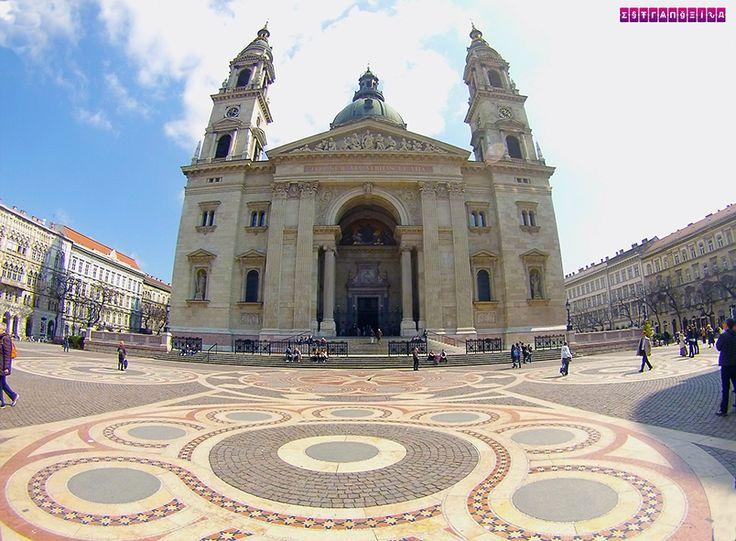 Basílica de São Estevão e o maravilho chão da praça. Ficamos 2 dias em Budapeste, na Hungria, e montamos um roteiro com as atrações imperdíveis e preços!