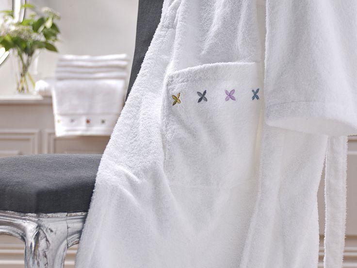 Linge de toilette VELOUTE D'ETOILES BAIN 100% coton. Blanc Peignoir www.blan-cerise.com