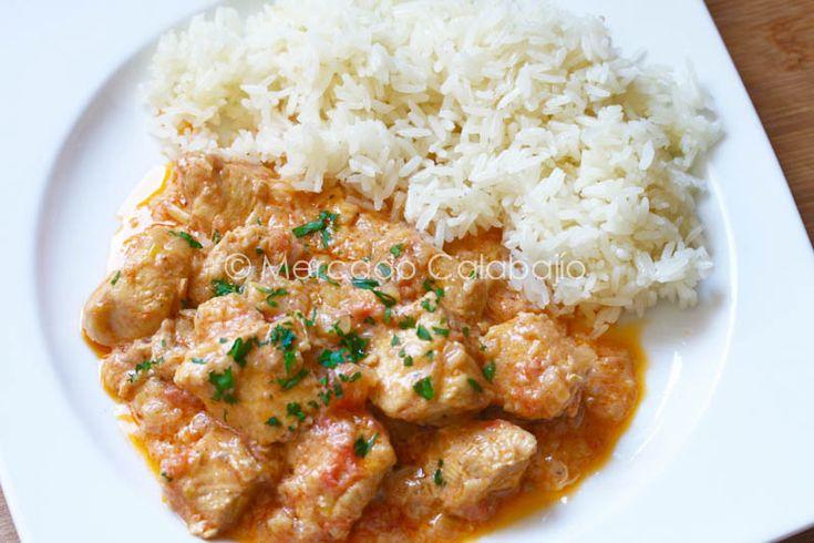 Cuando vimos esta sencilla preparación de pollo a Margarita en su estupendo blog de cocinano dudamos en hacerla en casa. El hecho de que ...