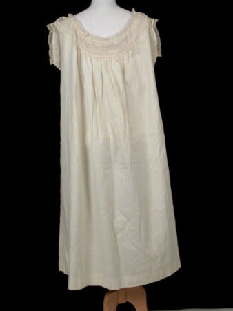 sleeveless chemise 1800 cotton/lace proof that not all chemises where plain short sleeved linen garments!