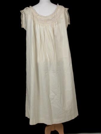 sleeveless chemise 1800 cotton/lace proof that not all chemises where plain short sleeved linen garments!