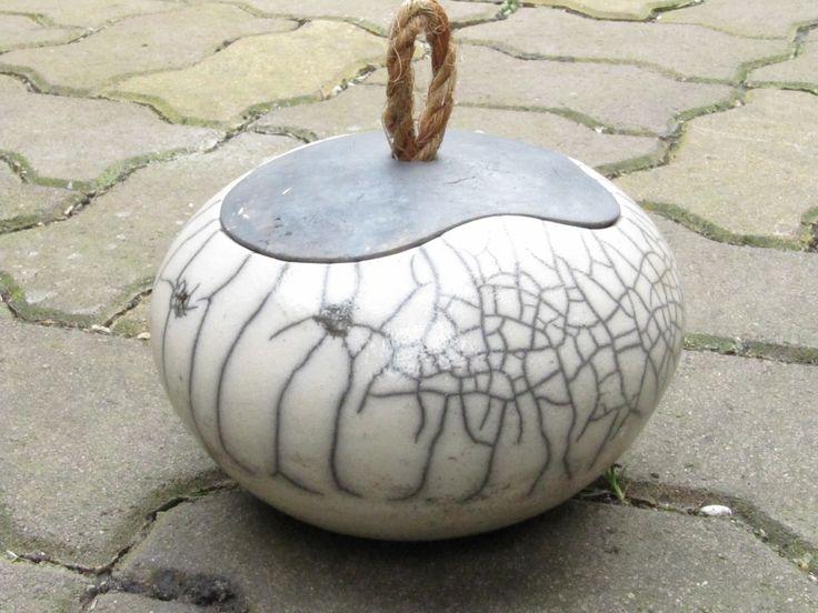 Boîte raku tournée au riche jeu de craquelures : Art céramique par laurent-lenglet
