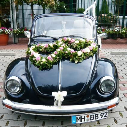 Heart shaped wreath, flowers, wedding, just married car