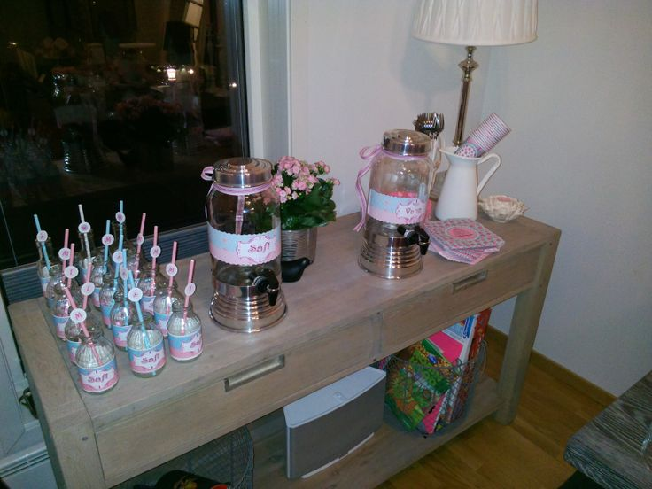 Drink dispensers where a success at the 1st years birthday of my daughter !  #1stbirthday #partyideas #diy