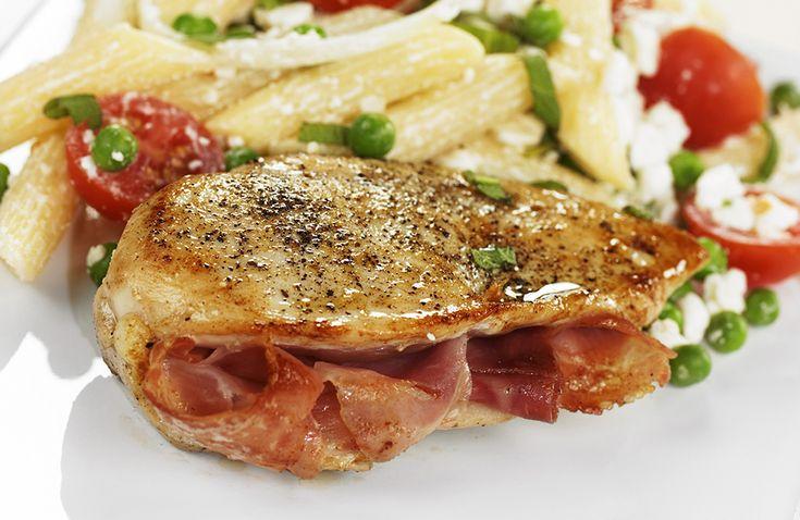 Rask, enkel og god middag med spennende pasta- og ertesalat.