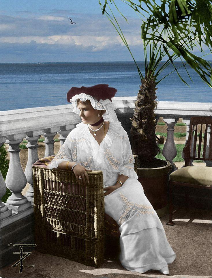 Empress Alexandra Feodorovna Romanova on the balcony of lower Dacha-Aleksandria-Peterhof, 1914.