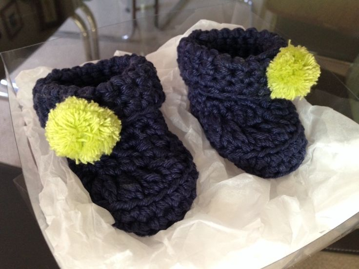 Baby booties with Pom poms