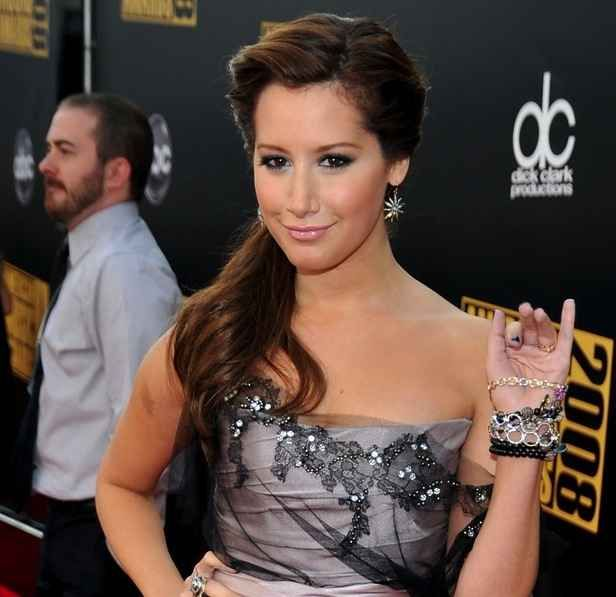 Ashley Tisdale | 59 Famous People Who Are Left-Handed