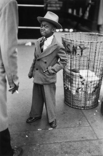 Ruth Orkin, Tired little boy after circus, NYC, 1948