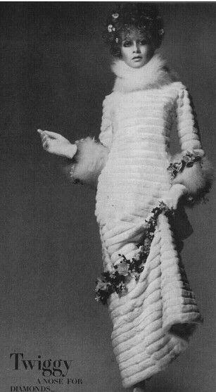 Vogue 1967 Twiggy by Richard Avedon