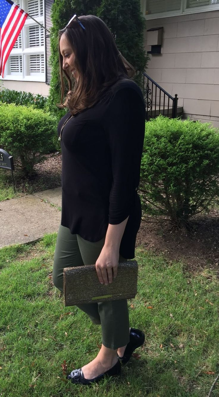 Love these olive Siena crop pants from Kut From the Kloth! Brittany's September Stitch Fix Review. Olive Green Cropped Pants