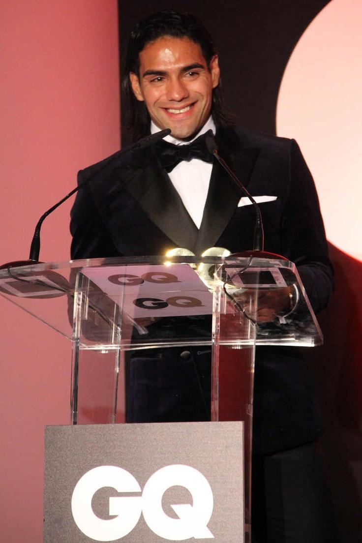 Falcao recibiendo el galardón a Mejor Deportista del Año en los Premios GQ 2012 #Falcao #AtleticoMadrid #atleti