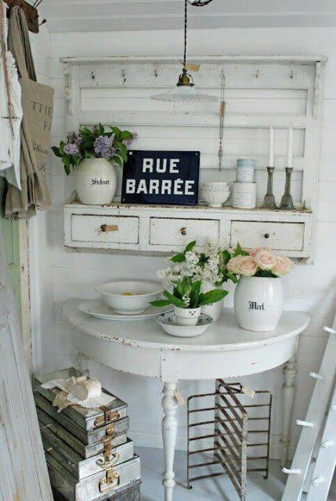 demilune table and hanging shelves home decor pinterest k che wohnen und vintage. Black Bedroom Furniture Sets. Home Design Ideas