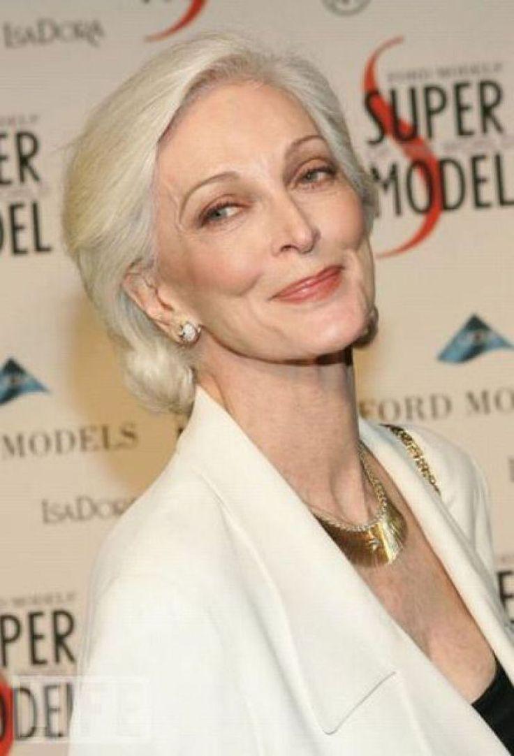 Carmen Dell'Orefice, charme e beleza octogenária nas passarelas