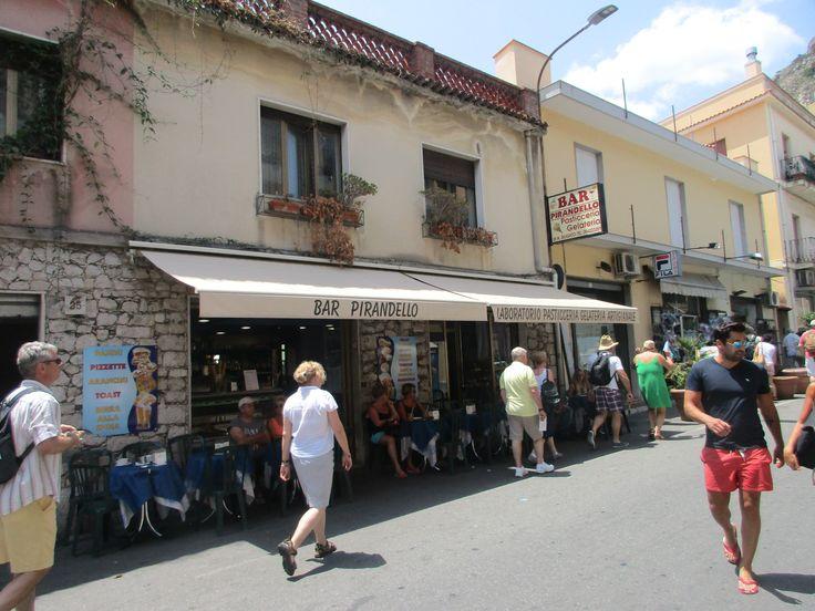 Turisté v Taormině - Sicílie