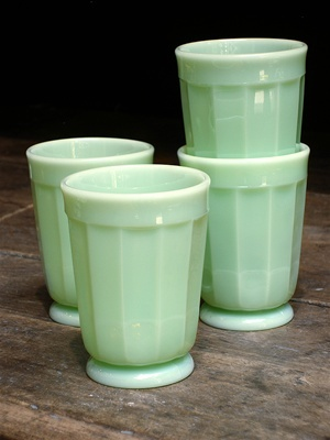 Oh Jadeite....how I love thee....even though thes are repro, they're affordable....