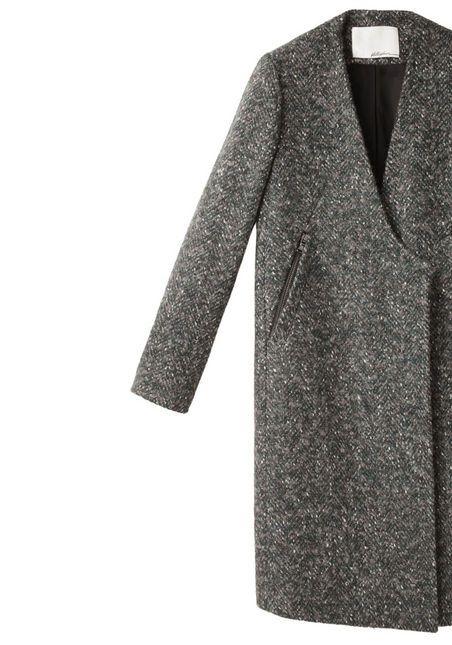 ノーカラーのコート。