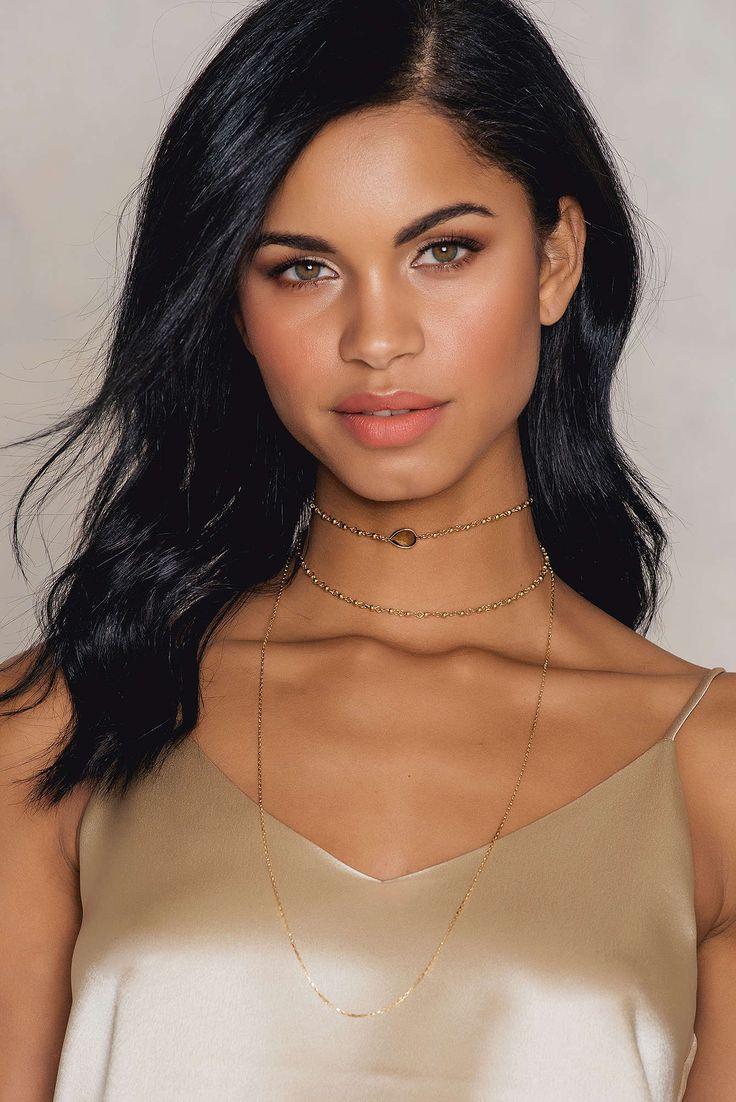 We love this one! The Chain Layered Stone Choker by Tranloev comes in gold/brown and features a combination of three various golden chains, a choker attached with a white crystal stone, a chain in the middle, and a longer chain. Style with your favorite blouse and skinny jeans!