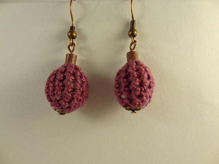Pendentifs d'oreilles en forme d'olive crochetés violets. : Boucles d'oreille par la-fabrique-de-cadot