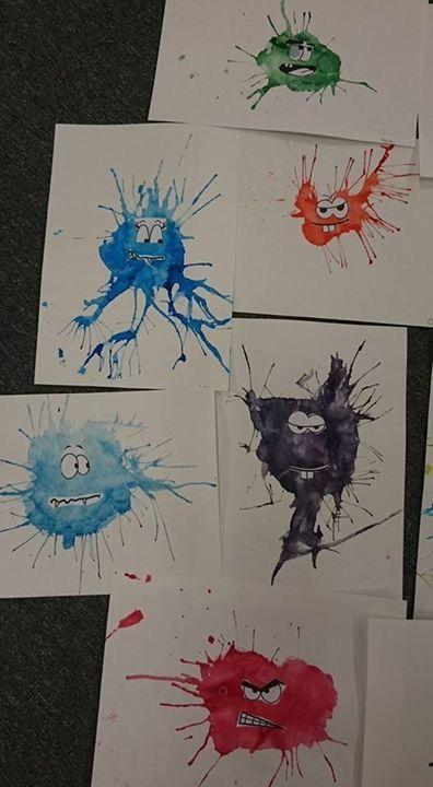"""Fantasifigurer - Puckfärg, mer vatten än färg. En rejäl """"pöl"""" på pappret. Blås ut färgen på sidorna med sugrör."""