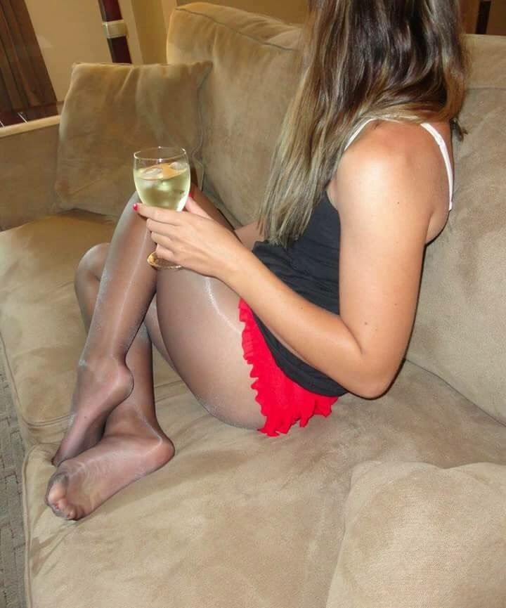 Hausfrau in pantyhose
