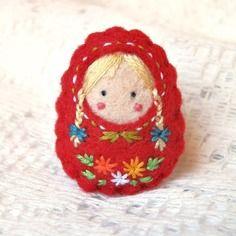 "Vendue. broche poupée russe ""petite fille de la taïga"""