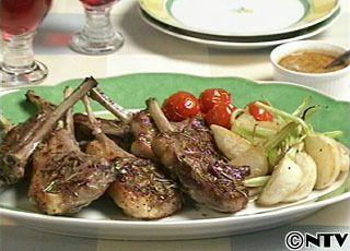 ラムとかぶのオーブン焼き ラムチョップ8本(700g)  塩(あれば岩塩)小さじ1+1/2  粗びき黒こしょう少々  おろしにんにく(大)1かけ分  ローズマリー(乾燥、または生)大さじ1 かぶ2個 プチトマト8個 ●オリーブ油