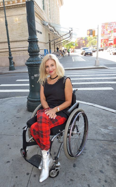 stylish women in wheelchairs - Yahoo Image Search Results Over 50 Womens Fashion, Fashion Over 50, Fashion Women, Good Looking Women, Look Younger, Girls, Fashion Outfits, Fall Outfits, Street Style