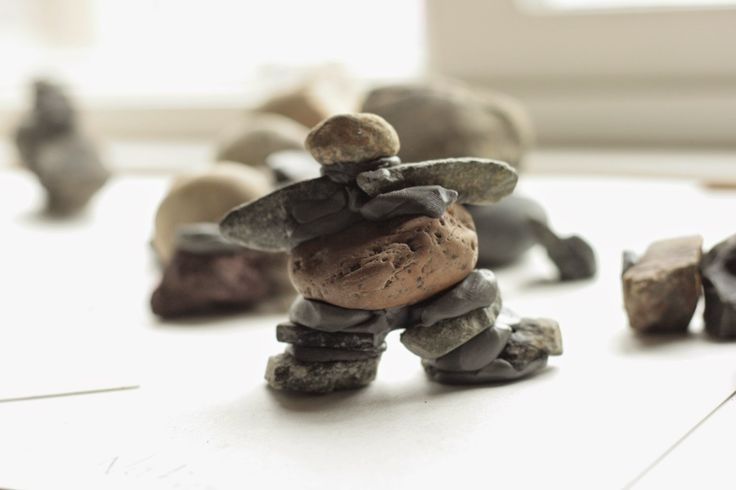 how to build inukshuks with kids, building inukshusk, building inukshuks in the classroom, building inukshuks with plasticine