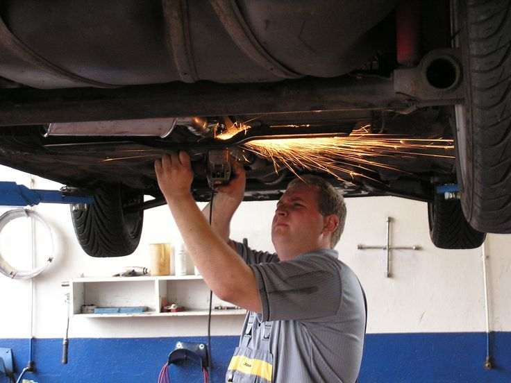 Mr. Clutch Auto Service Center repairs clutches and transmissions in Kent, Seattle, Burien, and Bellevue, WA. Contact us today for free repair estimate (888) 660-3491.