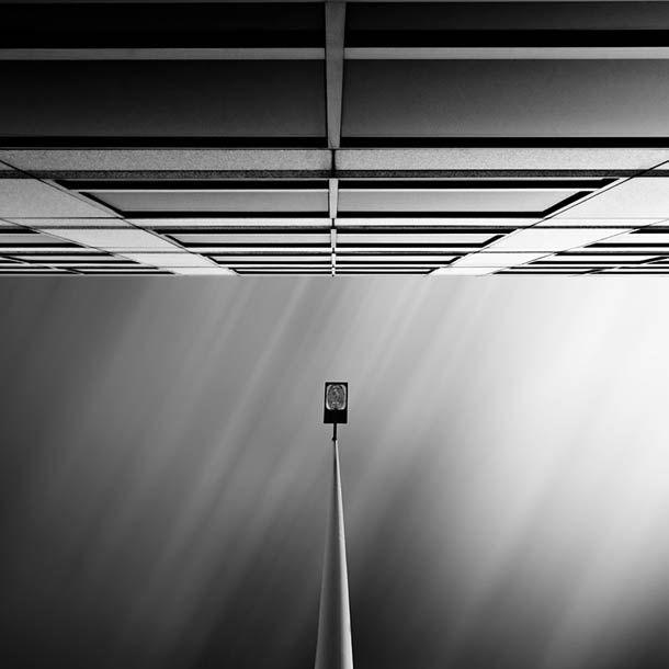 De uma maneira quase abstrata, os prédios têm uma simetria muito interessante entre si e embelezam a vista em suas fotografias!