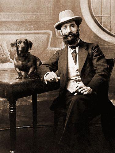 Vintage doxie: Vintage Doxie, Vintage Pet, Vintage Dachshund, Doxi Dachshund, Dapper Guys, Beards And Mustache, Dachshund Clube, Dachshund Photo, Vintage Photo