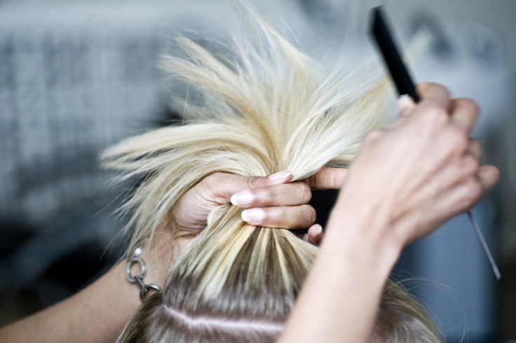 Unfair. »Dame klip 528,-. Herre klip 428,-. Tillæg for langt hår«, stod der på prisskiltet hos den frisør der blev pålagt at betale en kunde 2.500 kroner efter en afgørelse i Ligebehandlingsnævnet. - Foto: TOBIAS SELNÆS MARKUSSEN