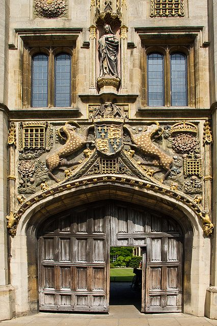 Christs College Great Gate with statue of founder Lady Margaret Beaufort, Cambridge University, Cambridgeshire, England, UK