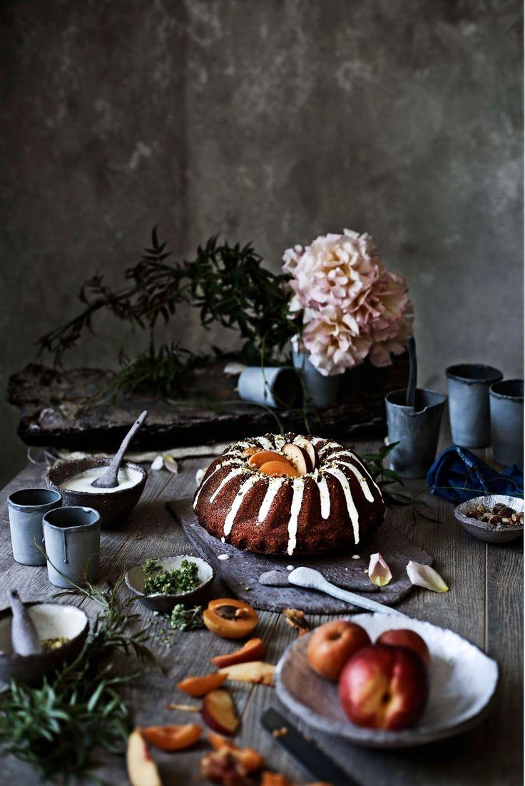 Oregano cake with yogurt and summer fruits - Mónica Pinto Photography