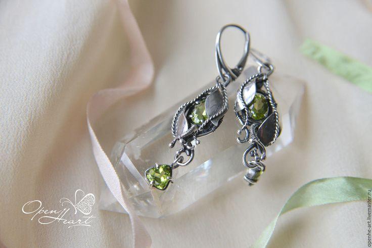 """Купить Серебряные серьги с хризолитом """" Весенний романс """" - салатовый, зеленый, зеленый камень"""