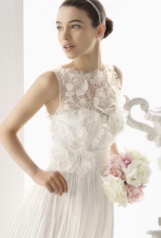 Romantic dress with floral embroidery.   Broderia florala transpune rochia de mireasa intr-una romantica.