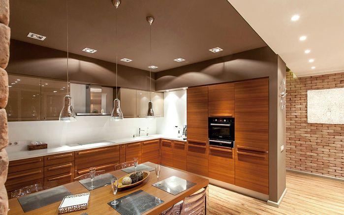 Разделением могут служить двухсторонние стеллажи, перегородки из стеклоблоков, особенно для отделения территории кухни или санузла. (Иногда стеклоблоки заменяют окна).