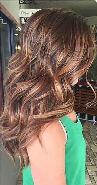 An almost-burnished, coppery brunette color looks natural due to these perfectly dimensional highlights.Image via Pinterest | Mane Interest.