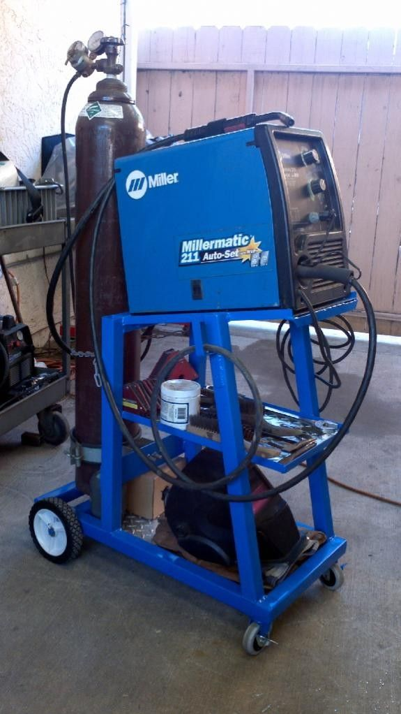 Welding Cart by Desert Thrasher -- Homemade welding cart fabricated from square tubing and diamond plate. http://www.homemadetools.net/homemade-welding-cart-13