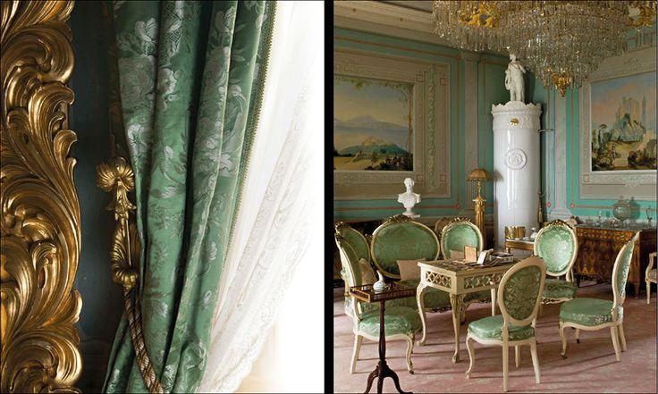 Stjernsunds slott. I den gröna salongen står en sittgrupp i nyrokoko från…