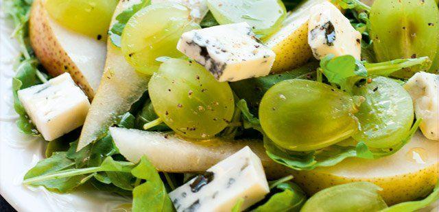 Sałatka z winogronami i serem pleśniowym