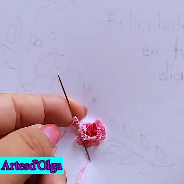 Primera parte del proyecto recordatorio bordado. Brazilian Embroidery Stitches, Hand Embroidery Videos, Embroidery Stitches Tutorial, Creative Embroidery, Simple Embroidery, Learn Embroidery, Hand Embroidery Designs, Hand Embroidery Patterns Flowers, Ribbon Embroidery Tutorial