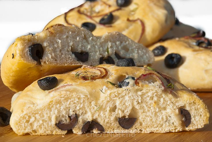 Minifocaccia med oliven og rødløk | chezENGH