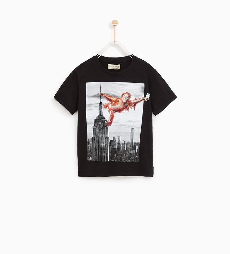 CHIMPANZEE AND EMPIRE STATE BUILDING T-SHIRT