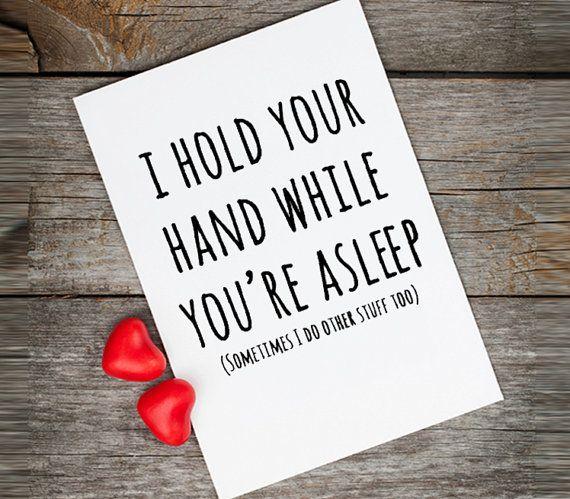 Giocherellona cartolina di San Valentino, amore, citazioni, tengo la mano mentre stai dormendo, la carta di San Valentino divertente per fidanzato, San Valentino citazione saluti.