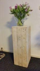 Zuil zoals getoond op foto 1 :maat +/- 30b x 34d x 80h cm van gebruikt pallethout. ( excl. accessoires) Wij maken meubels en zuilen voor u op maat en in elk gewenste kleur #palletmeubels #steigehout