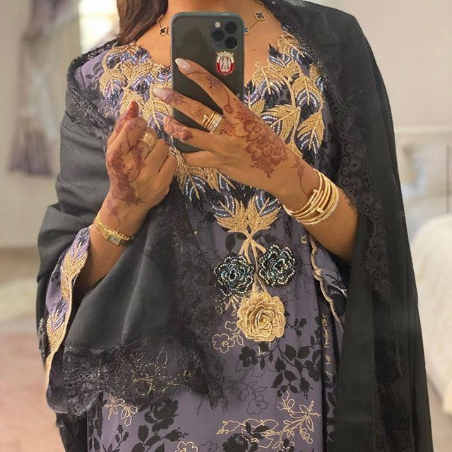 Pin By 𝑁𝑅𐂃 On افتارات بنات In 2021 Abayas Fashion Fashion Stylish Girl Images