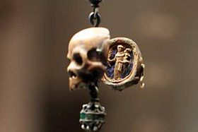 Paternoster necklace, Mexico, c. 1580, hardwood skull beads with micro-carvings. -Museum Schnütgen-